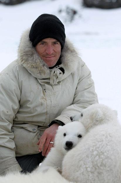 以肉身吸引北極熊的瘋狂攝影師10