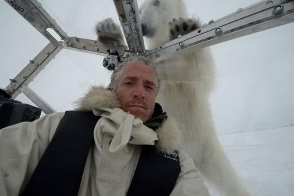 以肉身吸引北極熊的瘋狂攝影師3