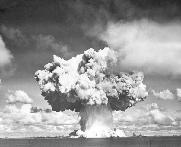 史上第一次的水底核爆7