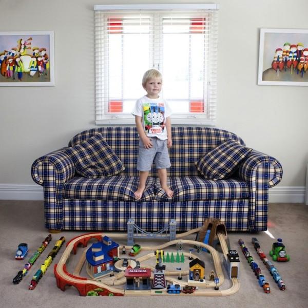 各國孩子展示自己的玩具12