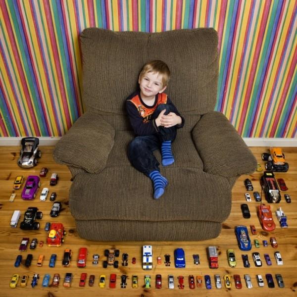各國孩子展示自己的玩具13
