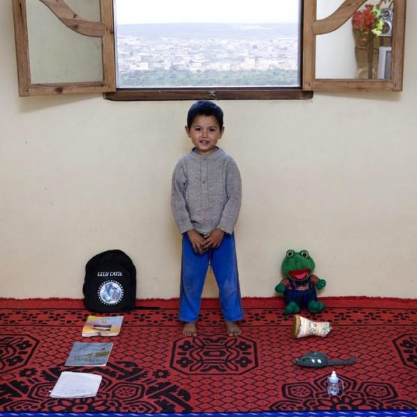 各國孩子展示自己的玩具15