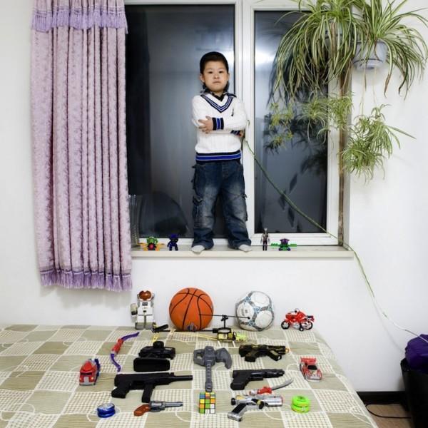 各國孩子展示自己的玩具2