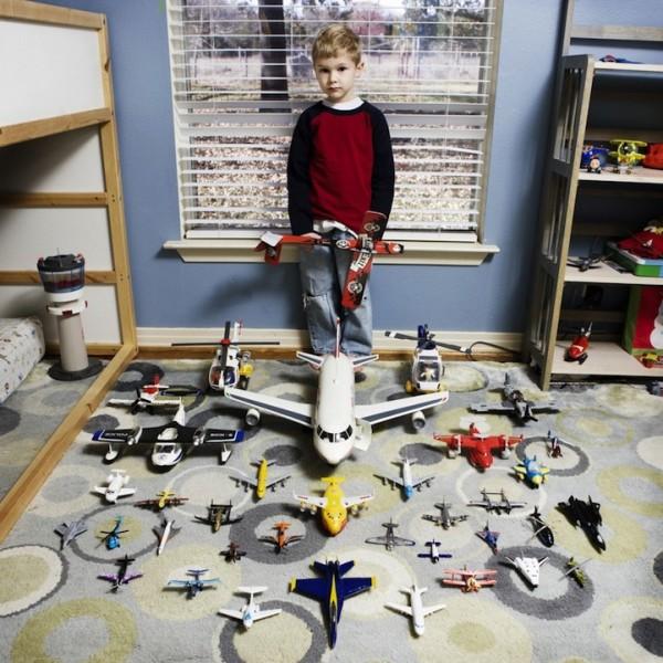 各國孩子展示自己的玩具6