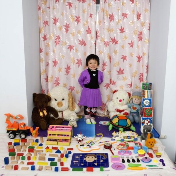 各國孩子展示自己的玩具7