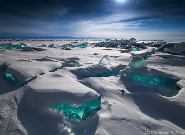 雪中寶石!冰湖的華麗奇觀1