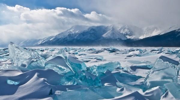 雪中寶石!冰湖的華麗奇觀7