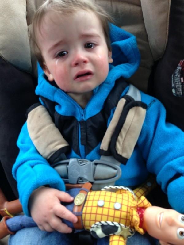老爸用照片記錄兒子哭哭的荒唐原因9