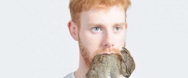 超詭異!人類咬著動物屍體攝影集