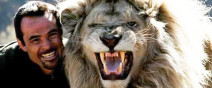 他跟獅子是好麻吉!