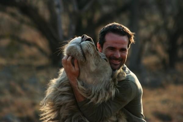 他跟獅子是好麻吉!10