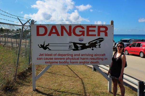 飛機從你頭上飛過的海灘1