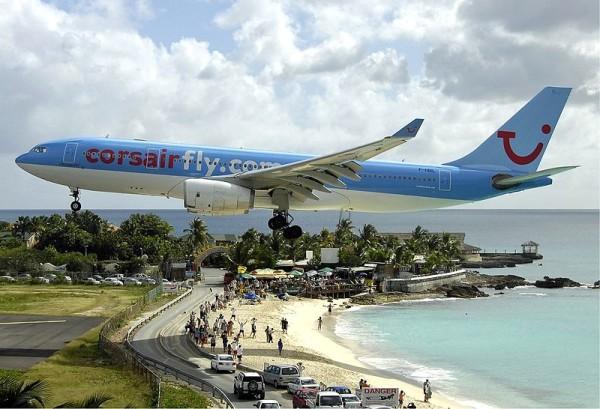 飛機從你頭上飛過的海灘2