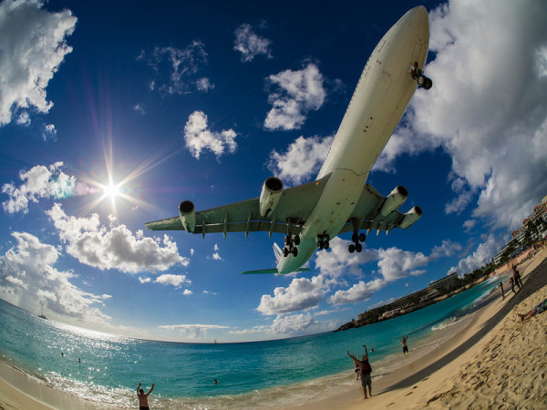 飛機從你頭上飛過的海灘6