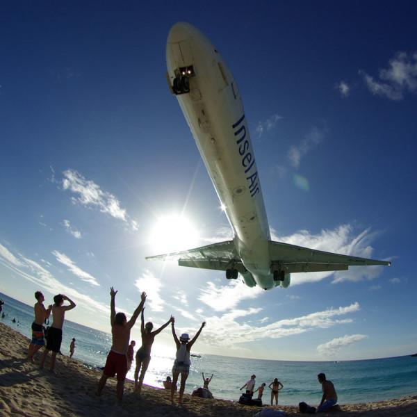 飛機從你頭上飛過的海灘7