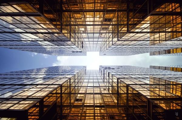 香港摩天大樓間的一線天2