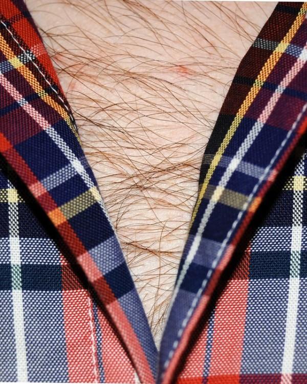 男人胸口上的V11