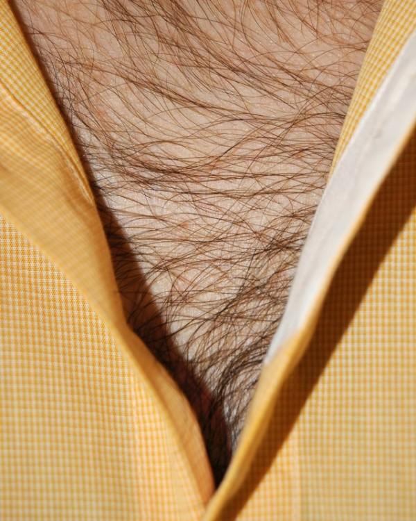 男人胸口上的V3