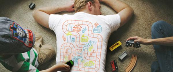 穿上這件T-shirt,小孩主動幫你按摩!