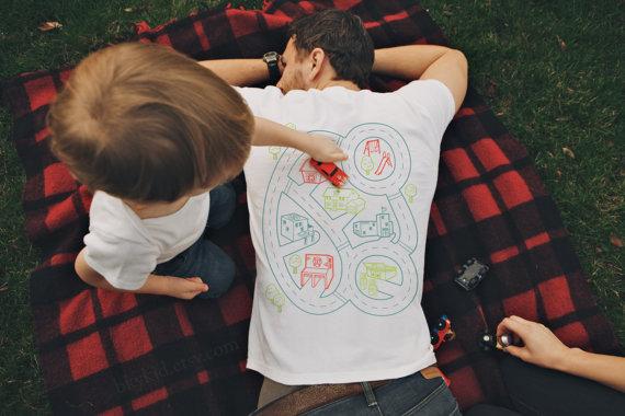 穿上這件T-shirt,小孩主動幫你按摩!1