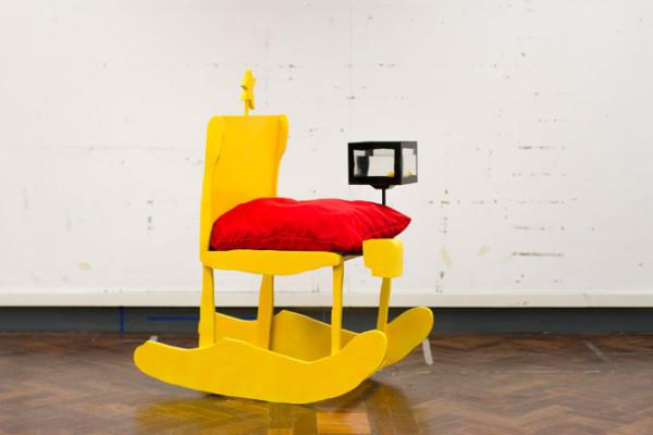 藝術家把小孩畫的椅子蓋出來5