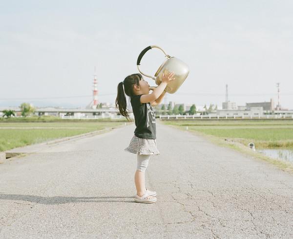 卡哇依!什麼都要親一下的日本小女孩10