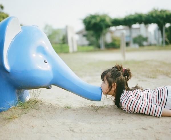 卡哇依!什麼都要親一下的日本小女孩2