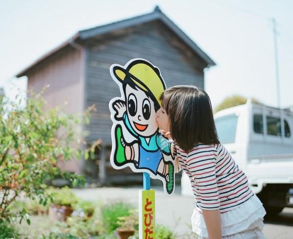 卡哇依!什麼都要親一下的日本小女孩6