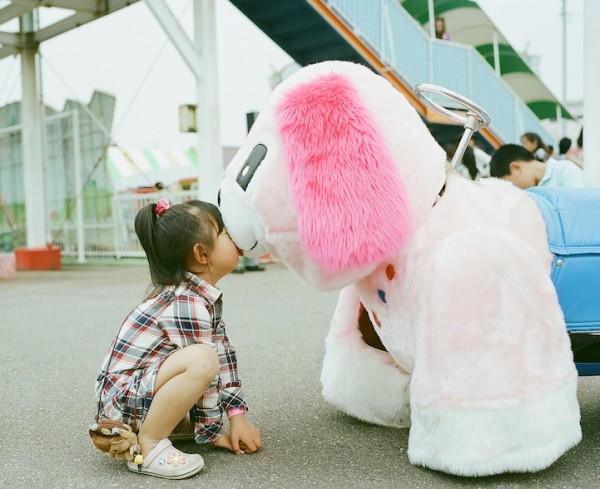 卡哇依!什麼都要親一下的日本小女孩9