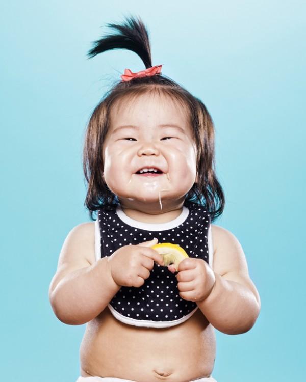 嬰兒初嚐檸檬的好笑表情10