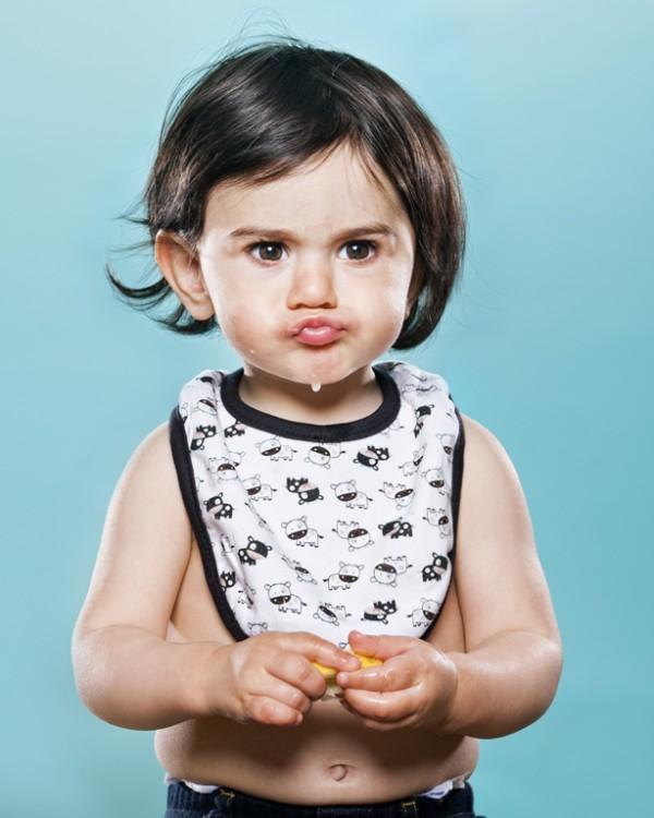 嬰兒初嚐檸檬的好笑表情11
