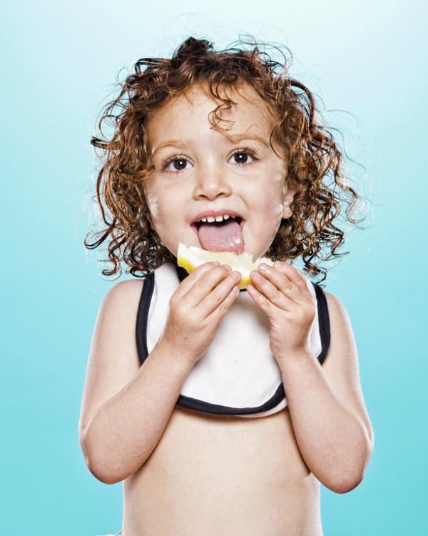 嬰兒初嚐檸檬的好笑表情13