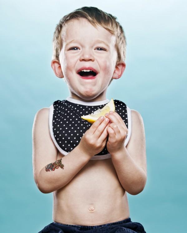 嬰兒初嚐檸檬的好笑表情5