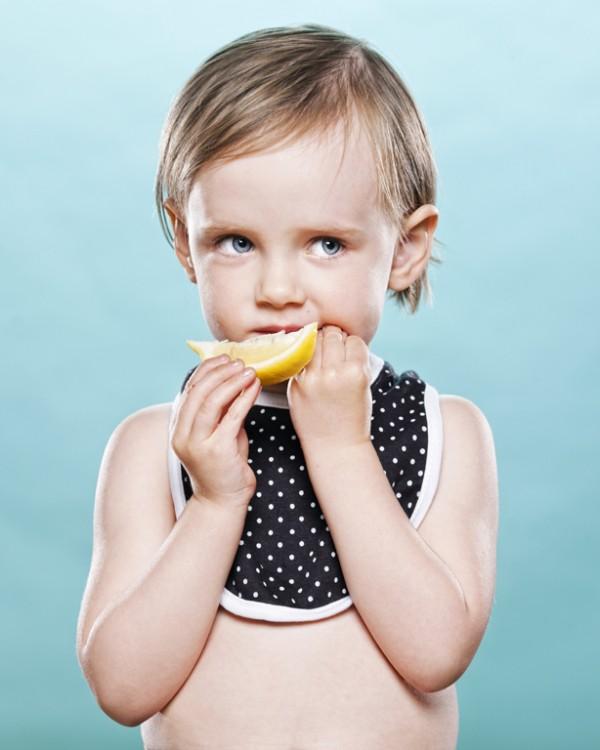 嬰兒初嚐檸檬的好笑表情7