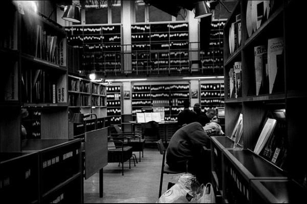 活捉在圖書館裡睡著的人!11
