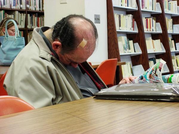 活捉在圖書館裡睡著的人!14