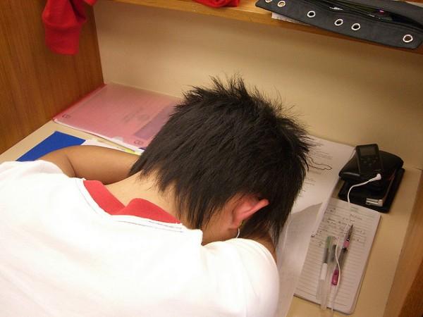 活捉在圖書館裡睡著的人!2