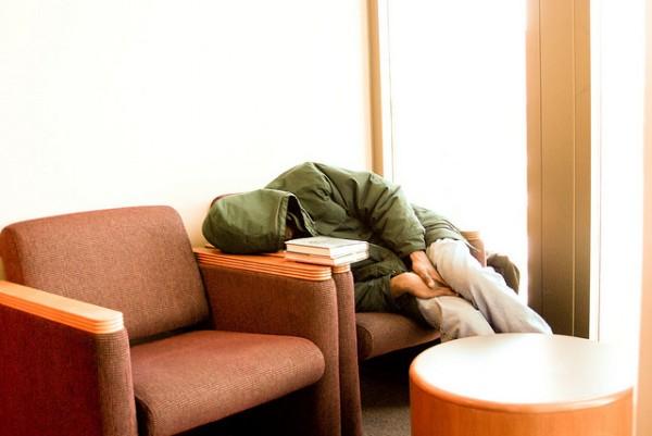 活捉在圖書館裡睡著的人!6
