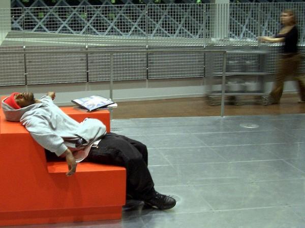 活捉在圖書館裡睡著的人!7