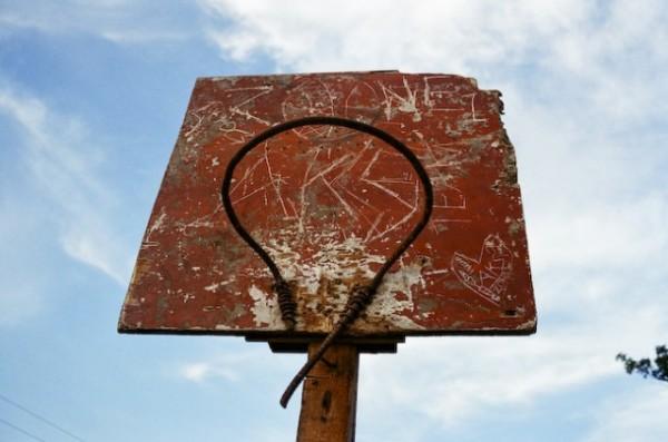 老人般述說著回憶的舊籃框們4
