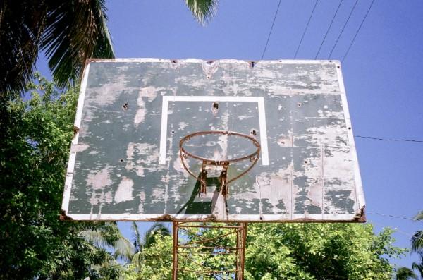 老人般述說著回憶的舊籃框們9