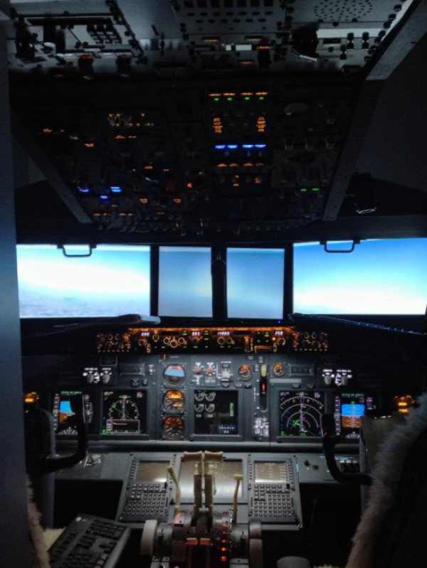 home-made-cockpit2.jpg