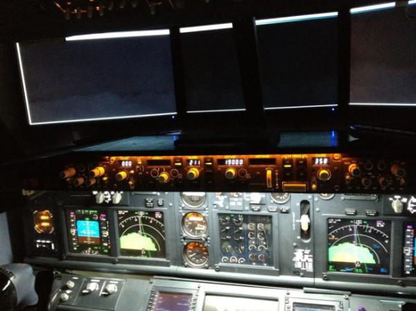 讚!爸爸在兒子房間蓋了波音747駕駛艙2