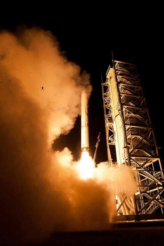 呃...NASA火箭升空,一隻青蛙彈射出來1