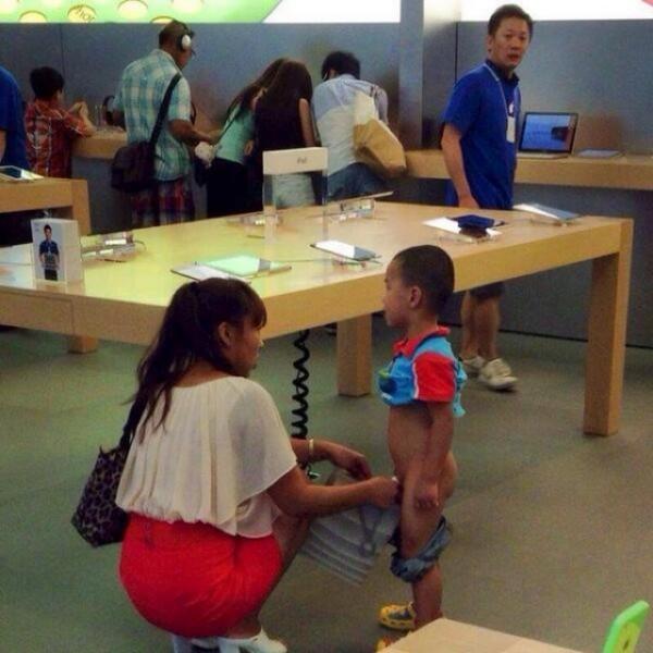 孩子,Apple Store不是尿尿的地方1