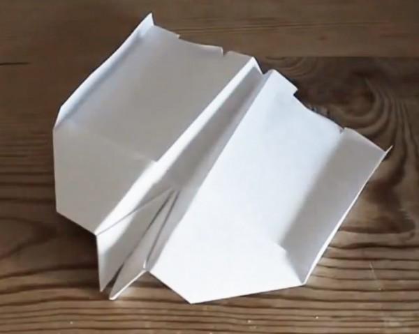 宇宙定律Bug?不會落地的紙飛機教學1