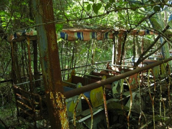 廢棄遊樂園與它們廢棄的回憶11