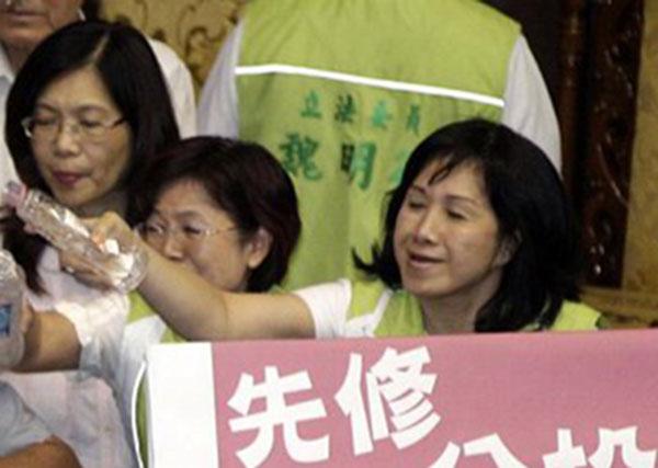 戰鬥力破表的台灣立法院!10
