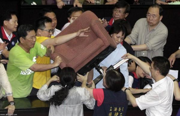 戰鬥力破表的台灣立法院!12
