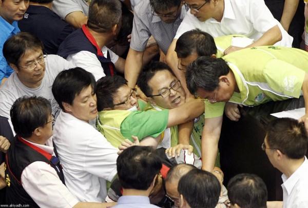 戰鬥力破表的台灣立法院!14